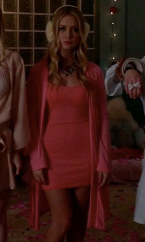 Billie Lourd with Natori Short Jersey Robe in Scream Queens