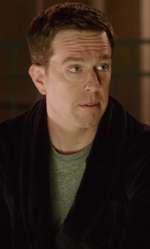 Ed Helms with James Perse Short Sleeve Crew Neck Shirt in Vacation