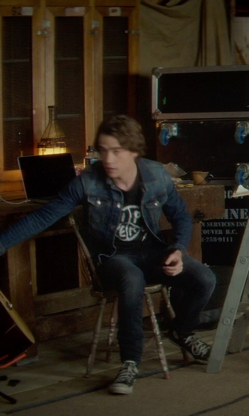 Jamie Blackley with Converse CONS CTAS Pro Sneakers in If I Stay