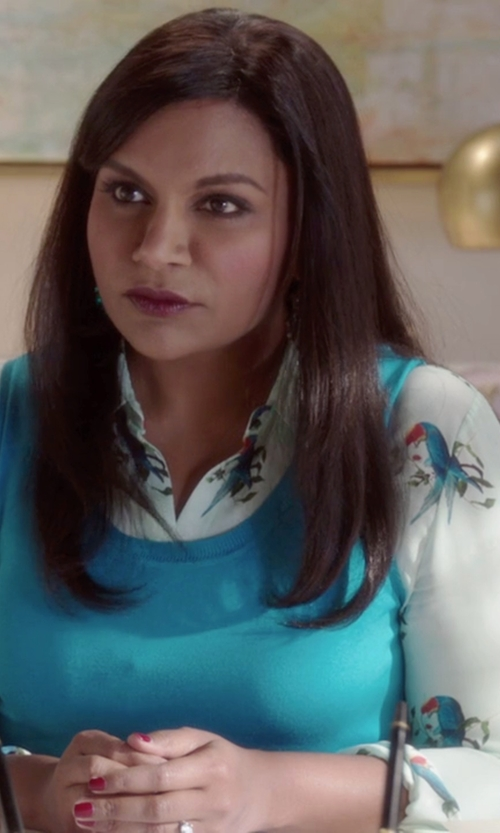 Mindy Kaling with Alice + Olivia 'Willa' Parrot Print Silk Shirt in The Mindy Project