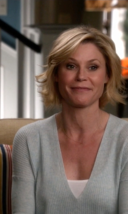 Julie Bowen with Soft Joie Brys Sweater in Modern Family