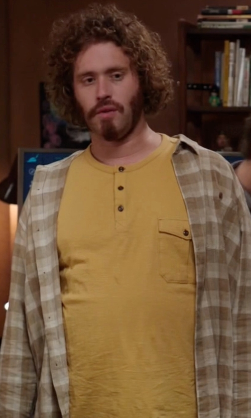 T.J. Miller with Billabong Fremont Shirt in Silicon Valley