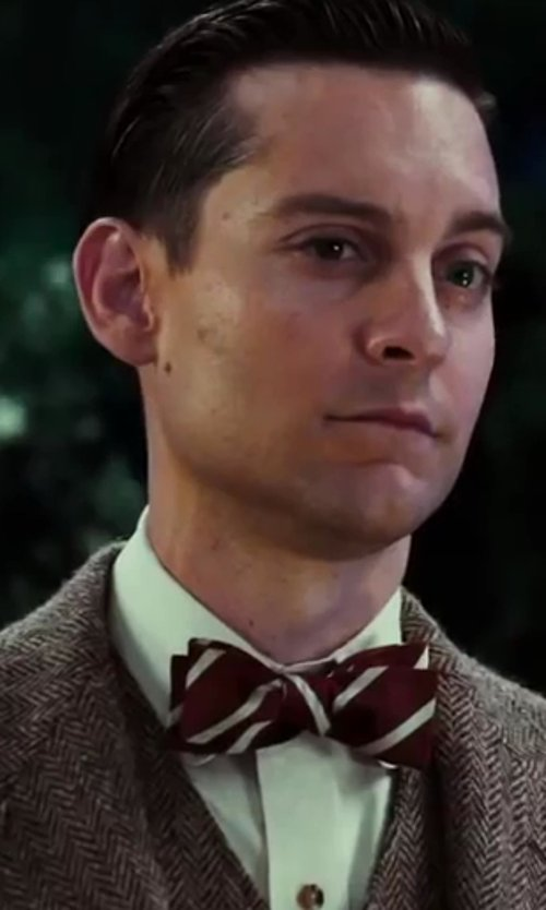 Tobey Maguire with Hugo Boss Regular Fit, Modified Point Collar Cotton French Cuff Tuxedo in The Great Gatsby
