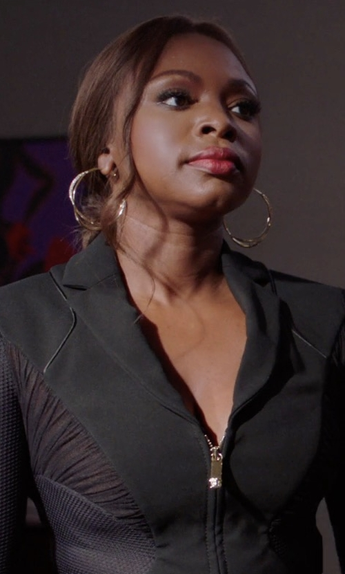 Naturi Naughton with Erth Hoop Ii Earrings in Power