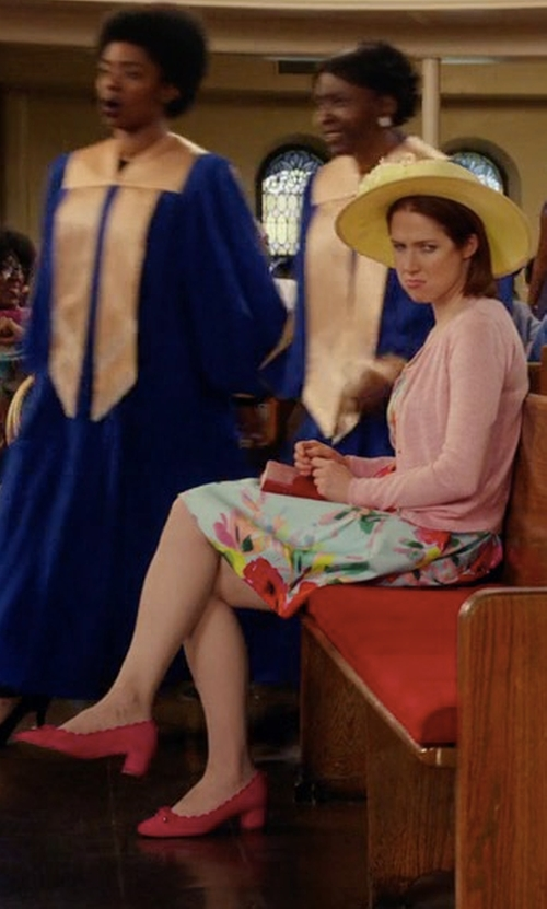 Ellie Kemper with Kate Spade New York Yasmin Dress Pumps in Unbreakable Kimmy Schmidt