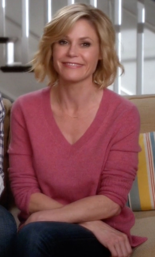 Julie Bowen with J.Crew Merino Wool V-Neck Sweater in Modern Family