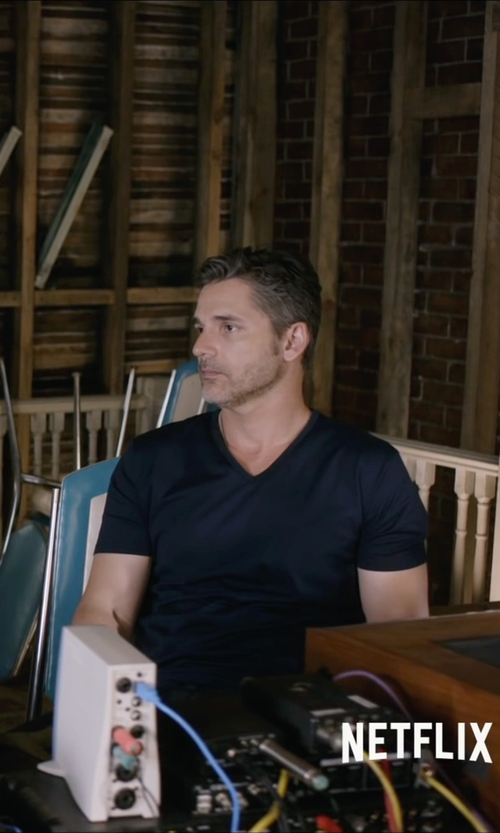 Eric Bana with 32Degrees Men's V-Neck T-Shirt in Special Correspondents