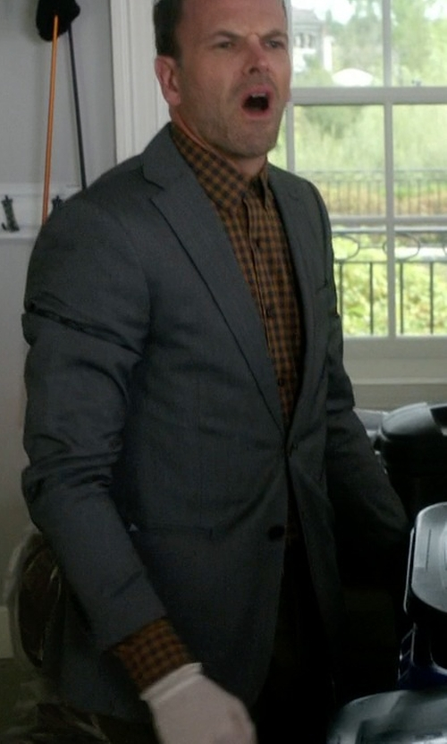 Jonny Lee Miller with Givenchy  Wool Suit in Elementary