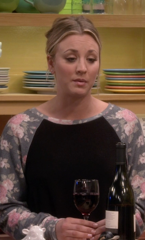 Kaley Cuoco-Sweeting with Wildfox Couture Rose Sleeve Pullover in The Big Bang Theory
