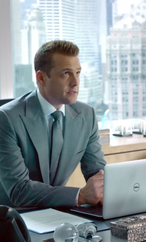 Gabriel Macht with Dell Inspiron 7000 in Suits