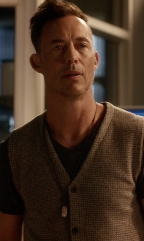 Tom Cavanagh with Massimo Dutti Houndstooth Knit Waistcoat in The Flash