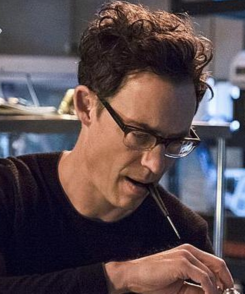 Tom Cavanagh with Spectaculars Rusty B Glasses in The Flash
