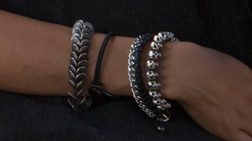 Nathalie Emmanuel with John Hardy Batu Naga Dragon Black Sapphire Bracelet in Furious 7