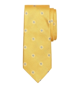 Textured Spaced Medallion Tie by Brooks Brothers in Pitch Perfect 2