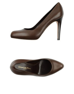 Leather Pumps by Gianvito Rossi in Suits