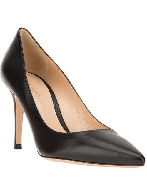 Classic Pointed Toe Pumps by Gianvito Rossi in How To Get Away With Murder - Season 2 Episode 8