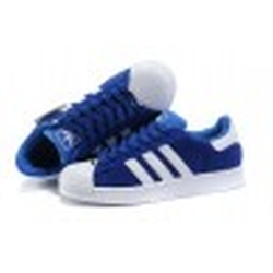 Superstar 2 Navy Blue/White Sneakers by Adidas in Pitch Perfect 2