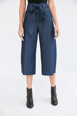 Naomi Cropped Tie-waist Pants by Cooperative in Pretty Little Liars