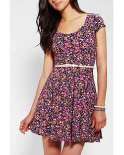 Kimchi Blue Knit Floral Skater Dress by Urban Outfitters in The Big Bang Theory