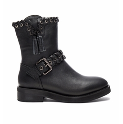 Diomede Boots by Lola Cruz in The Blacklist