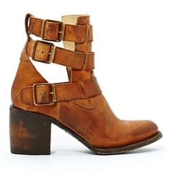 Freebird Rolling Buckle Boots by Steve Madden in Pretty Little Liars