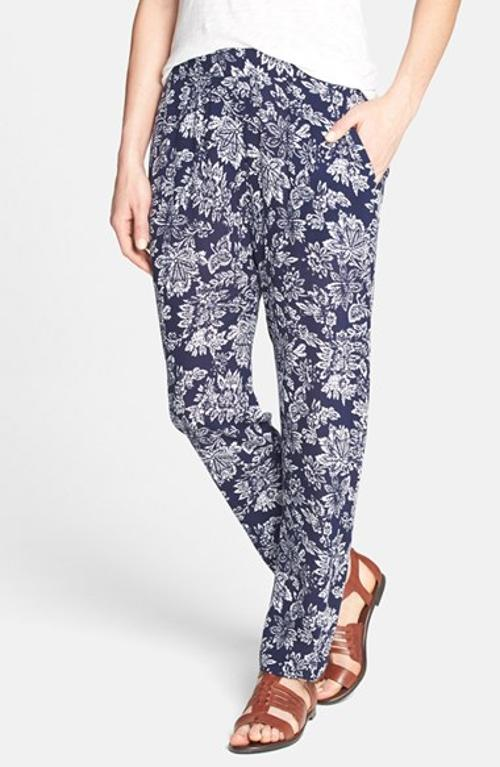Floral Print Pants by ACE DELIVERY in This Is Where I Leave You