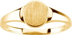 Ladies Gold Signet Ring by Diamond Designs in Pitch Perfect 2