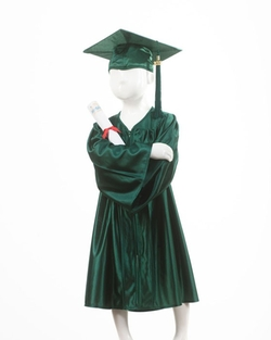 Graduation Gown by Josten's in Pitch Perfect 2