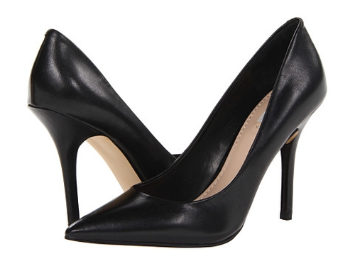 Plasmas Pointed Toe Pumps by Guess in Fuller House