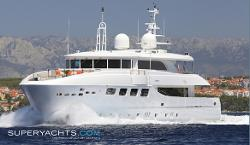 Maestro Luxury Motor Yacht by Mondo Marine in Hot Tub Time Machine 2