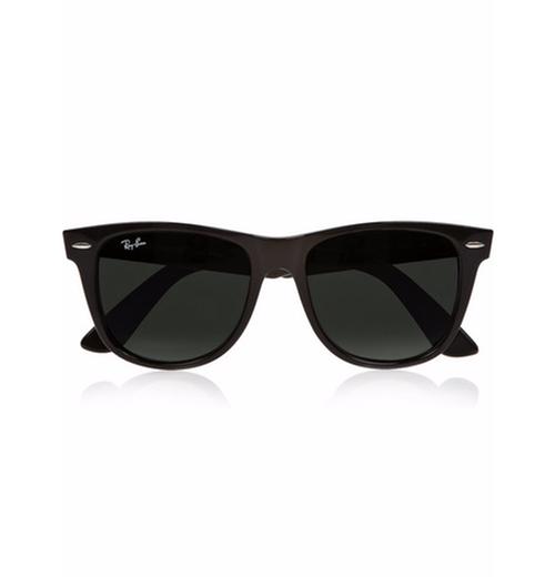 The Wayfarer Acetate Sunglasses by Ray-Ban in Chelsea - Season 1 Episode 4