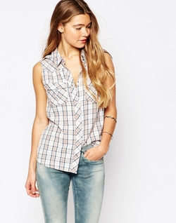 Chiky Shirt by BlendShe in New Girl