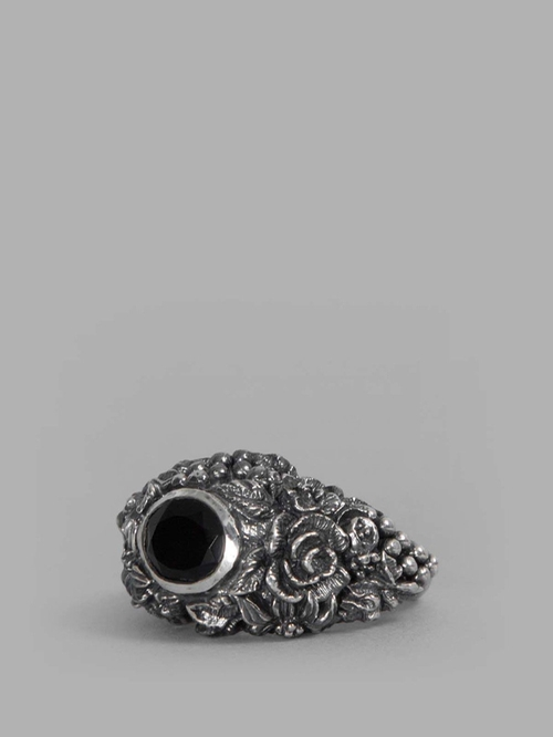 Onyx Ring by Ugo Cacciatori in Suits - Season 5 Episode 7