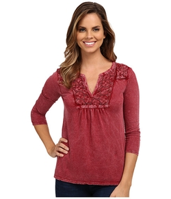 Lace Placket Top by Lucky Brand in Modern Family
