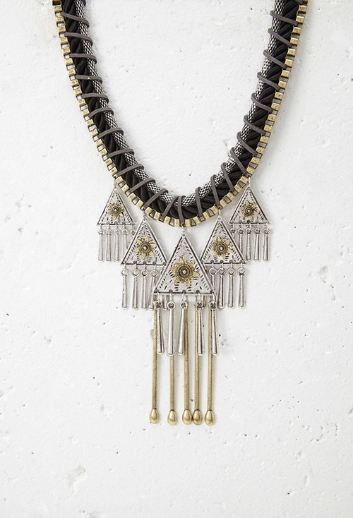 Southwestern-Inspired Statement Necklace by Forever 21 in Scream Queens - Season 1 Episode 4
