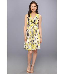 Chiffon Sleeveless Pleated and Flared Dress by Donna Morgan in Little Fockers
