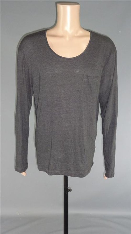 Long Sleeve Pocket T-Shirt by H & M in The Best of Me