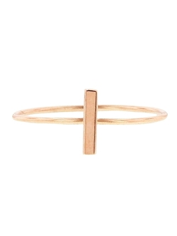 Bar Stacking Ring by Jennifer Meyer in Jurassic World