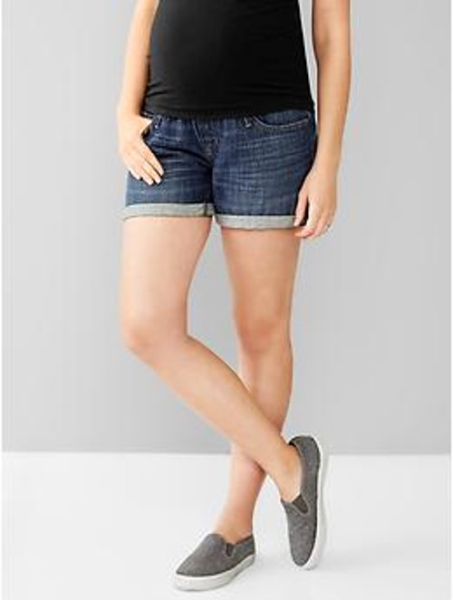 1969 Full Panel Boyfriend Shorts by Gap in Pitch Perfect 2
