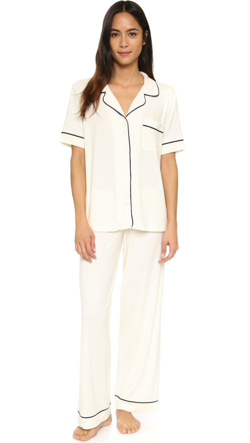Gisele Short Sleeve PJ Set by Eberjey in Master of None - Season 1 Episode 9
