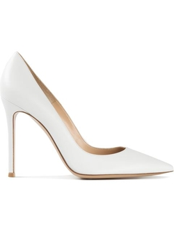 Pointed Toe Pumps by Gianvito Rossi in Scream Queens