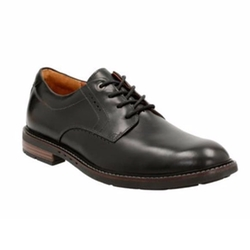 Unelott Plain Leather Shoes by Clarks in House of Cards