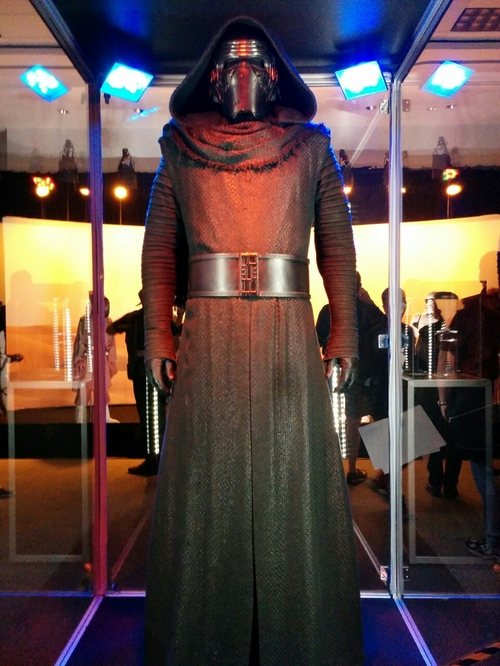 Kylo Ren Costume by Michael Kaplan (Costume Designer) in Star Wars: The Force Awakens