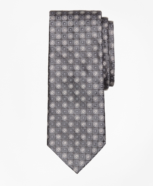 Medallion Tie by Brooks Brothers in The Blacklist - Season 3 Episode 10