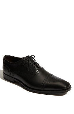'Aaron' Oxford Shoes by To Boot New York in Hitman: Agent 47