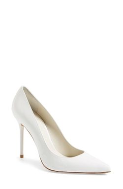 Nouveau Pumps Shoes by Stuart Weitzman in Scream Queens