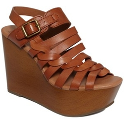 Rosemary Wedge Sandals by Lucky Brand in Pitch Perfect 2