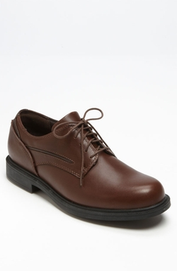 'Burlington' Oxford Shoes by Dunham in The Big Bang Theory