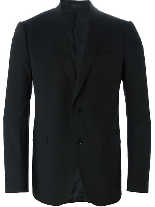 Two Piece Suit by Armani Collezioni in Now You See Me 2