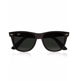 The Wayfarer Acetate Sunglasses by Ray-Ban in Chelsea